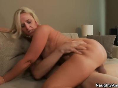 Big ass Mommy Dee Siren