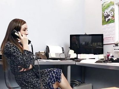 Boss Daddy screwing Bambi Brooks pussy in the office