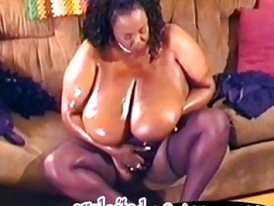 BBW ebony babe masturbates her fat pussy with dildo