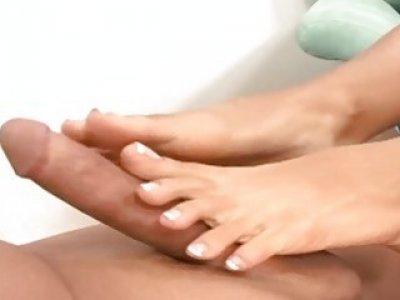 Cassandra Cruz Gives A Dirty Foot Job