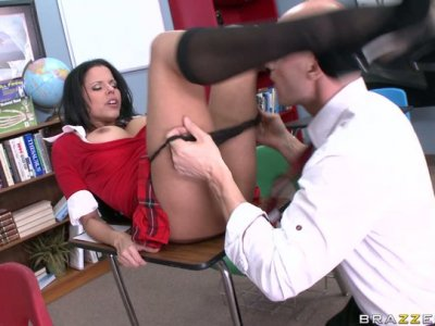 The biggest college slut Diamond Kitty gives a head to Johnny Sins