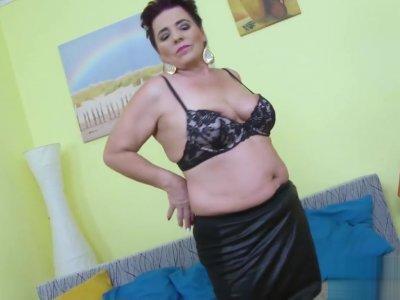 EuropeMaturE Curvy Busty Lady Solo Masturbation